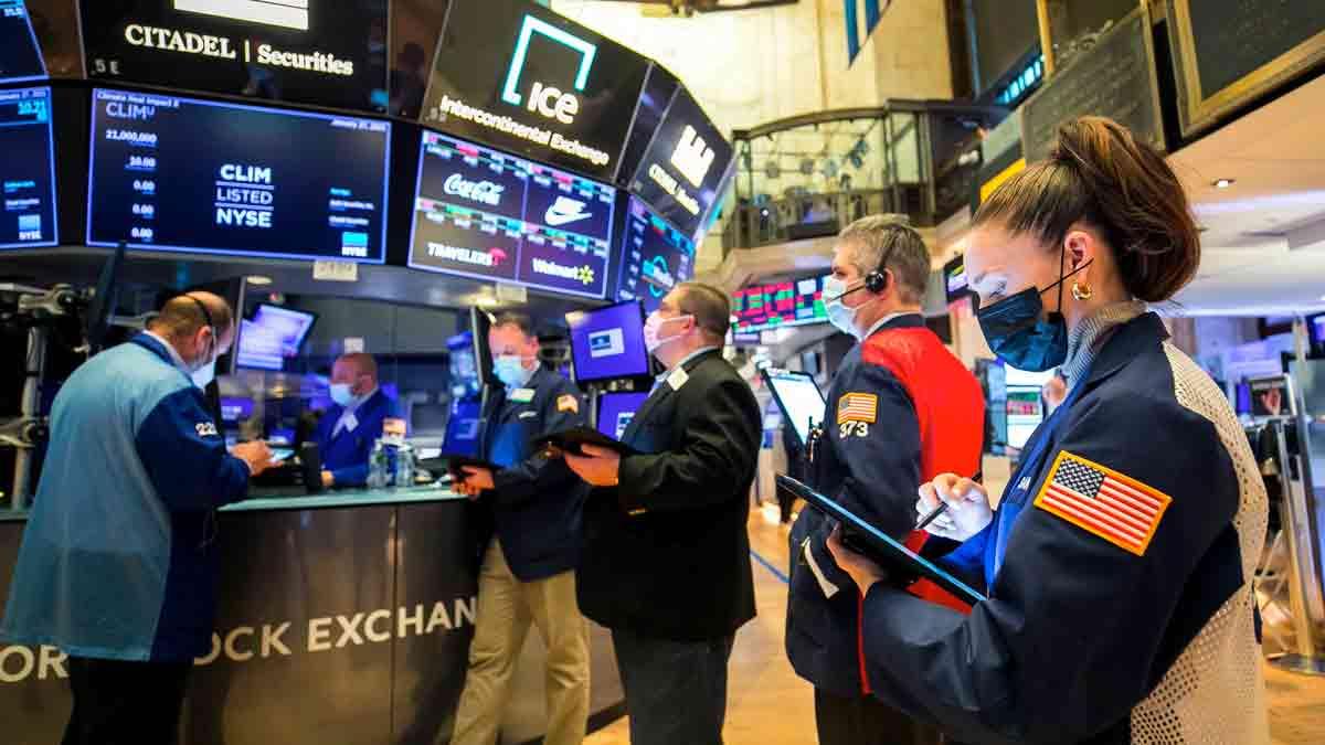Dow ve S&P 500 ekside başladı, rekorla kapandı